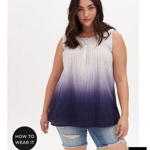 🆕NAVY OMBRE SMOCKED HENLEY TANK